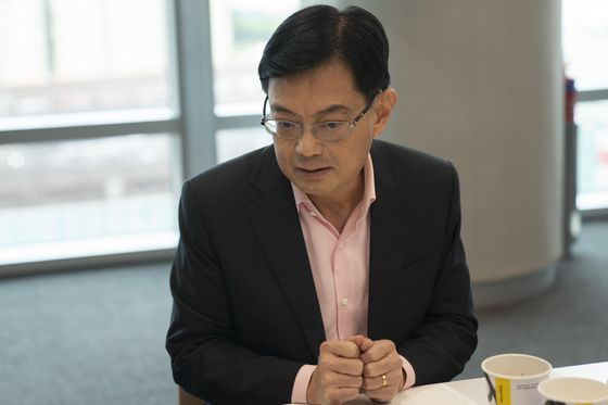 Singapore Leadership Plan Upended as Heir Apparent Steps Aside