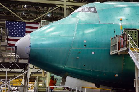 Boeing Bets on Jumbo-Jet Rebound as Some 747-8s Exiled to Desert