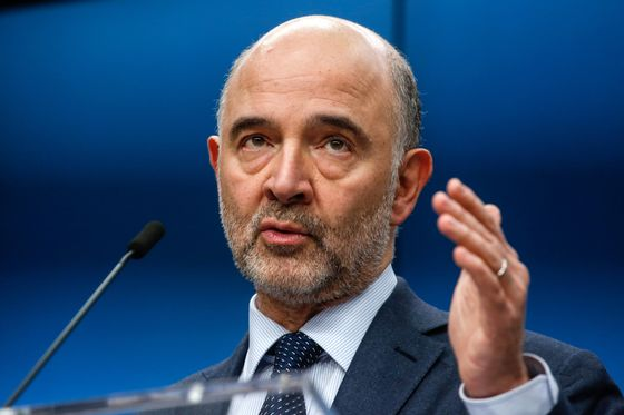 Moscovici Says He Wants Italy `Closer' to EU Spending Rules