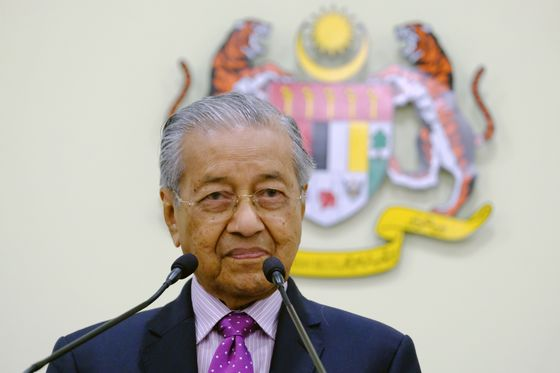 Malaysia Lawmakers Blast Mahathir for Declaring Call to Vote