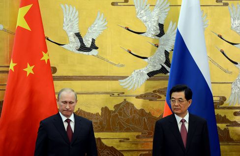 Putin Vows to Deepen China Trade Ties After Skipping G-8 Summit