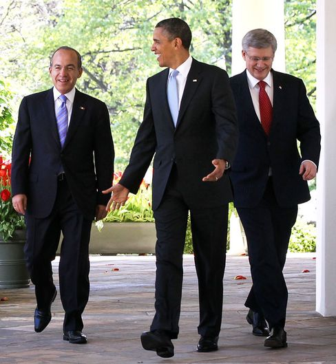 Obama Hosts Calderon, Harper to Boost North American Economy