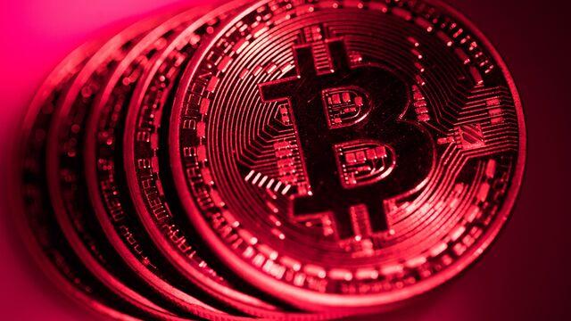 Crypto's Worst Week Since Bubble Burst Puts Loss at $700 Billion