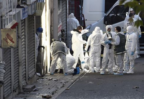 Police forensics work in Saint Denis