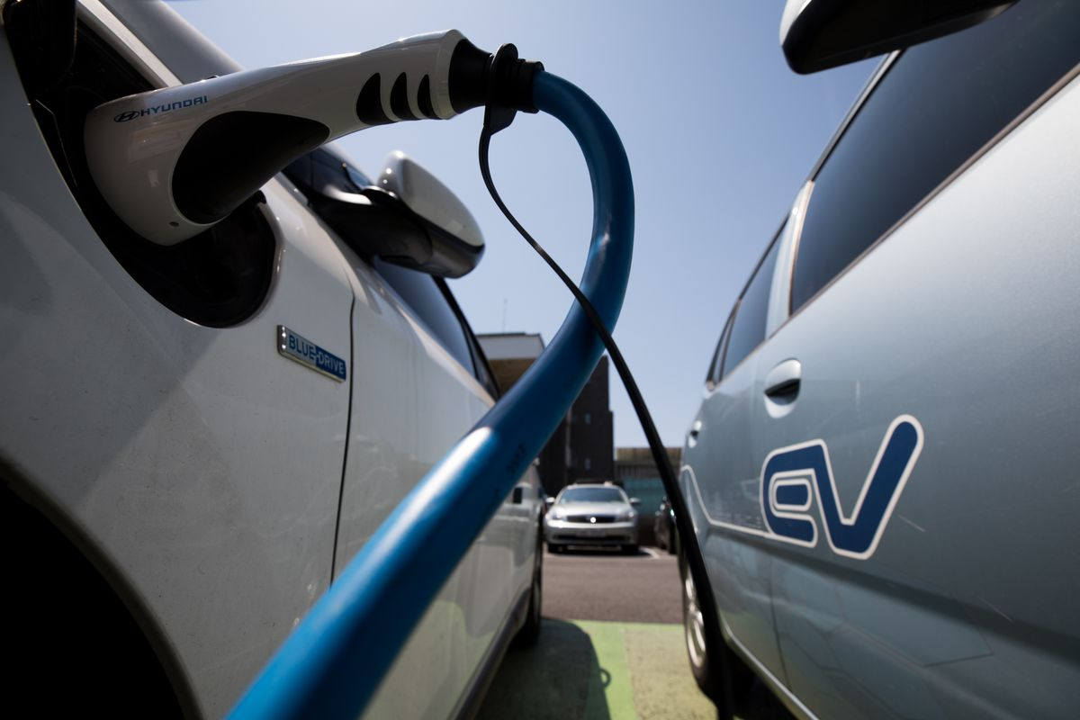 Electric Cars May Be Er Than Gas Guzzlers In Seven Years Bloomberg