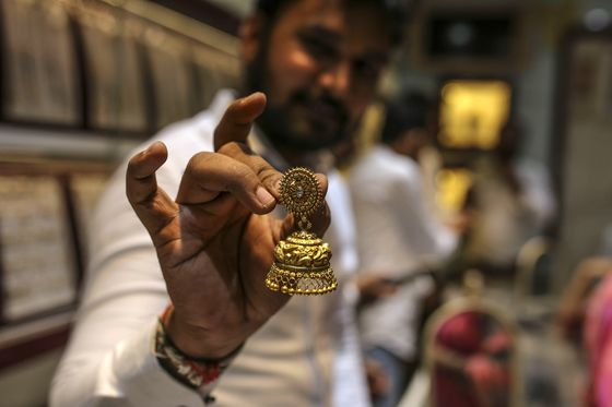 Virus Chaos Slashes India's Gold Imports to Lowest since 2009
