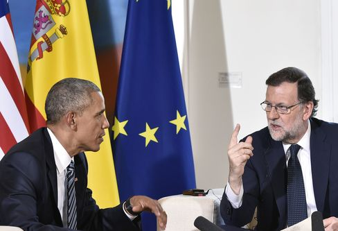 Mariano Rajoy speaks with Barack Obama in Madrid on July 10.