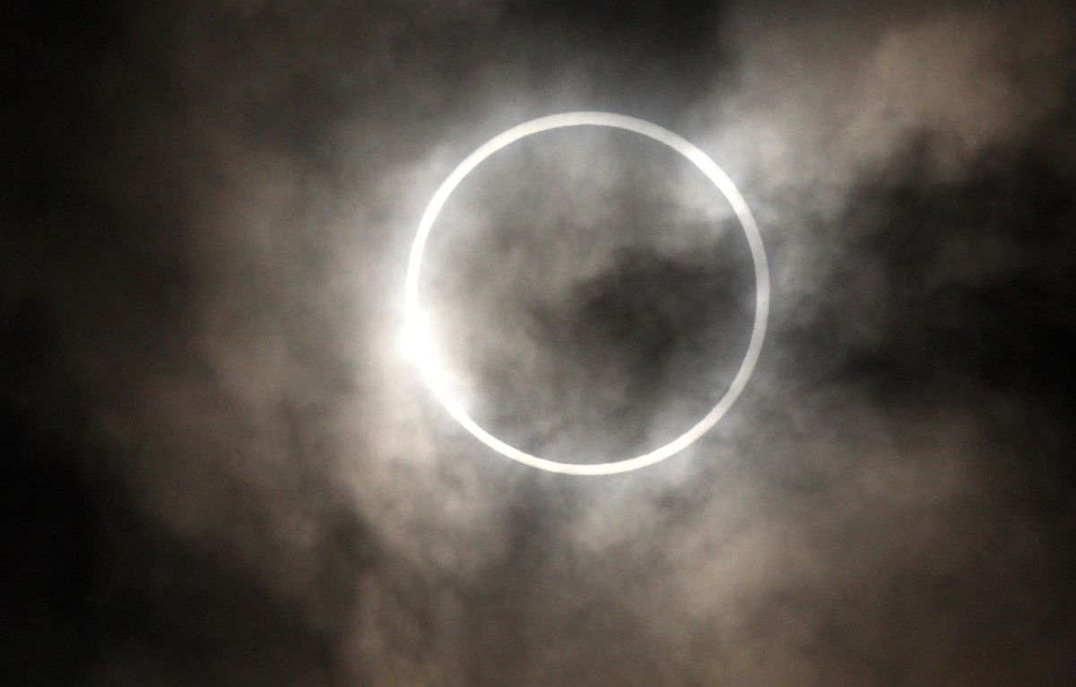 Eclipse Turning Day Into Night to Send Temperatures Tumbling