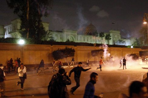 Mursi Branded Pharaoh as New Egypt Gives Way to Palace Protests