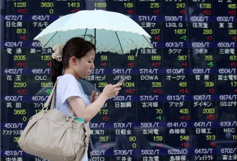 Asia Stocks Drop, Erasing Weekly Gain, On Europe Crisis Concern