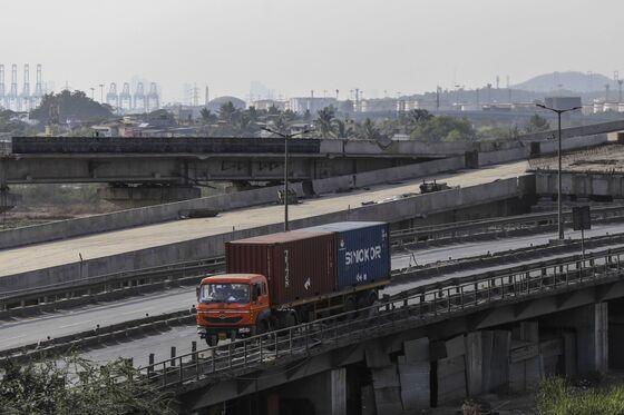 World's Biggest Lockdown Brings Trucks to a Standstill in India