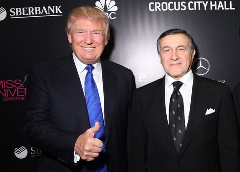 トランプ氏とアガラロフ氏(2013年11月9日、モスクワで)