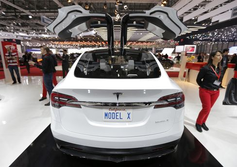 Tesla Climbs on Quarterly Profit as Model S Beats Forecast