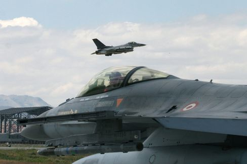 Turkish F-16s Force Syria-Bound Plane From Moscow to Land