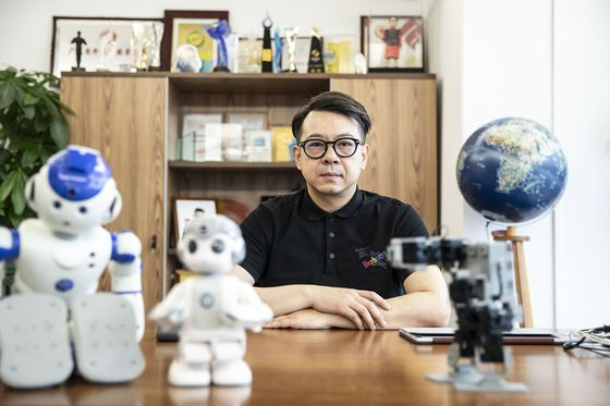 This Chinese Billionaire Wants to Put Human-Like Robots in Your Home