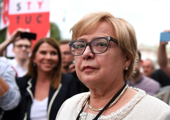 Poland May Avert Court Chaos as Top Judge Hints at `Holiday'
