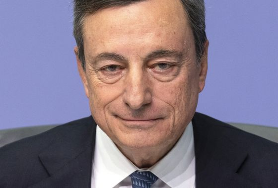 Draghi Opens Crucial ECB Week as Bond-Buying Exit Decision Nears