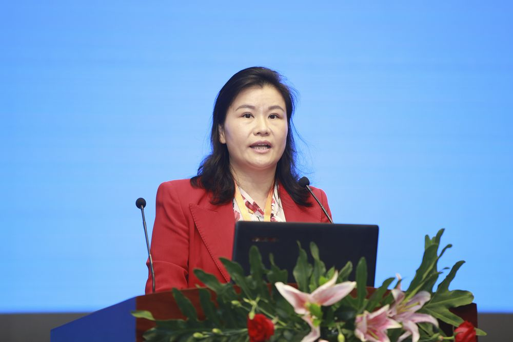 China's One-Time Richest Woman Becomes Biggest Loser in Wealth Rout