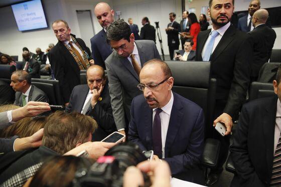 Saudi Arabia Juggles Iran and U.S. Shale to Deliver OPEC Deal
