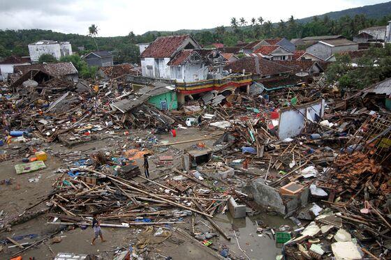 Rescuers Search Rubble as Indonesia Tsunami Toll Nears 400
