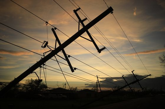 Flood-Prone Gulf Coast Is a Tough Place to Bury Power Lines