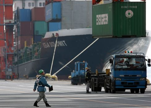 Japan Growth Seen Slowing to Half Previous Pace as Exports Wane