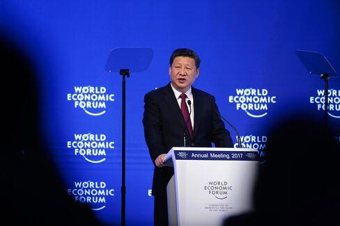 ダボス会議で演説する中国の習近平国家主席