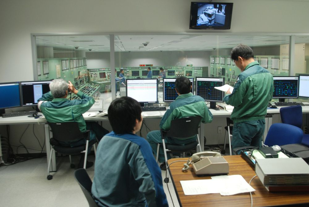 Thousands Work Daily at Japan Nuclear Plant Selling No Power