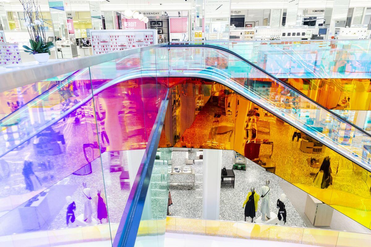 Saks Manhattan Flagship Sees Value Plummet in Retail Apocalypse
