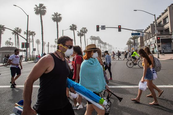 As California Chafes Under Lockdown, Governor Targets the Beach