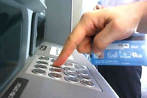 Hackers Devise Wireless Methods for Stealing ATM Users' PINs