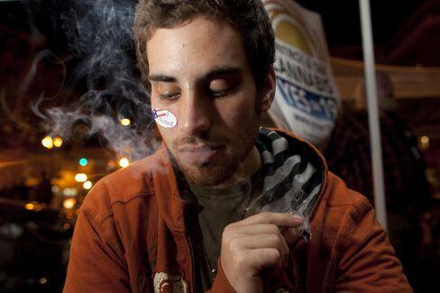 Oaksterdam Marijuana School in California Raided by U.S.