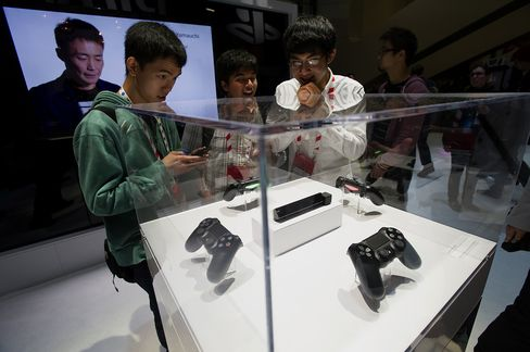 Sony-Microsoft Battle Comes to E3 as Tablets Dent Game Consoles