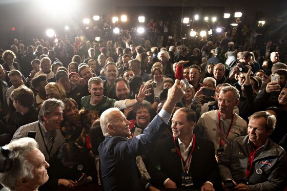 Biden Slump in Iowa May Signal Bigger Campaign Woes