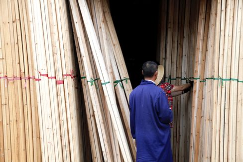 China Buying New Zealand Pine Means Boon for Log Movers