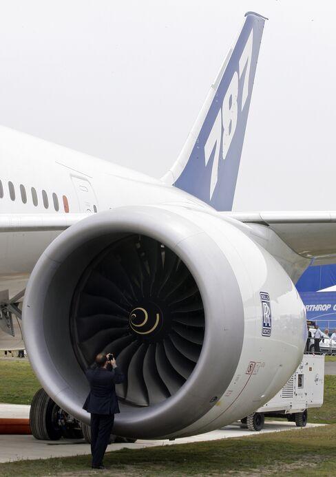 Boeing 787's Top Risk Is Rolls Engine, JPMorgan Says