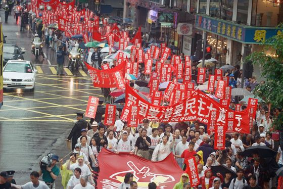 Disinformation Campaign Targets Hongkongers Seeking U.K. Visas