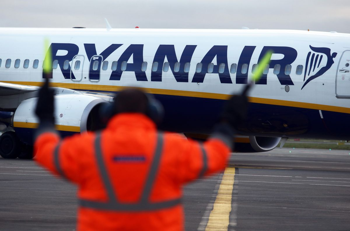 Ryanair Summons Crew to Disciplinary Meeting Over Staged Photo