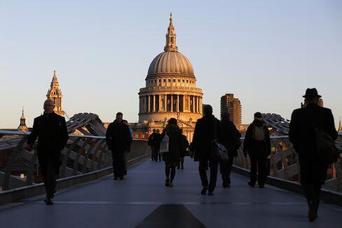 London Financial Job Openings Jump 25% in Quarter, Survey Says