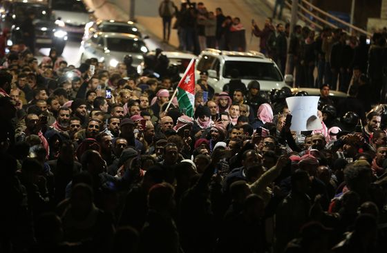 Jordan Police Use Tear Gas to Disperse Protesters in Amman