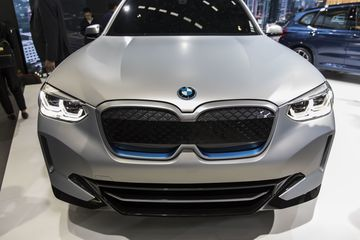 BMW Unveils Electric SUV as Its First Planned China Export - Bloomberg