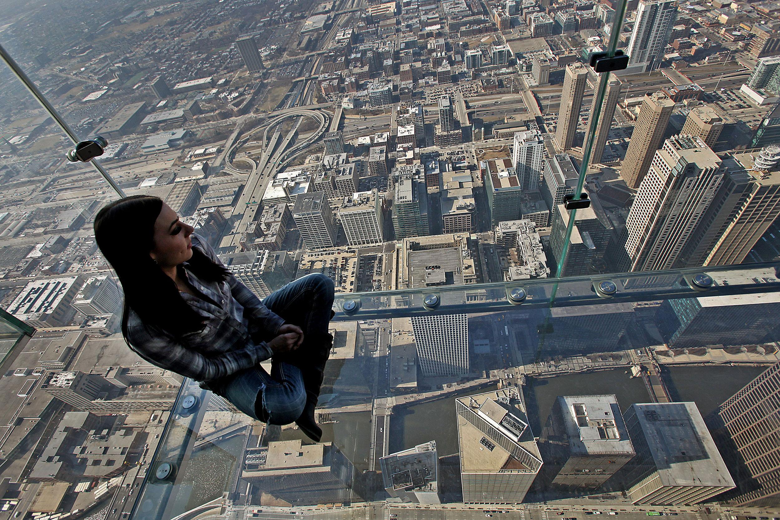 Blackstone to Buy Chicago's Willis Tower for $1.3 Billion ...