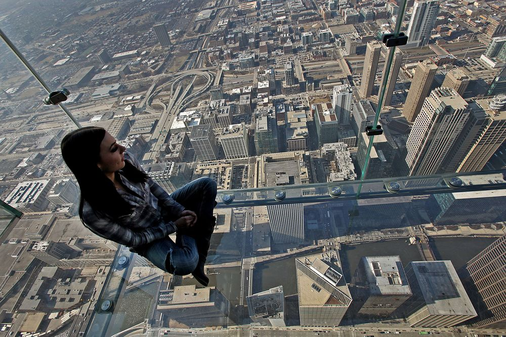 Blackstone To Buy Chicago S Willis Tower For 1 3 Billion Bloomberg