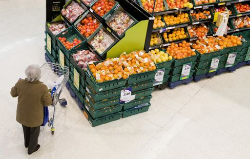 Tesco's Clarke Promises Fresher Food to Reverse 22% Decline