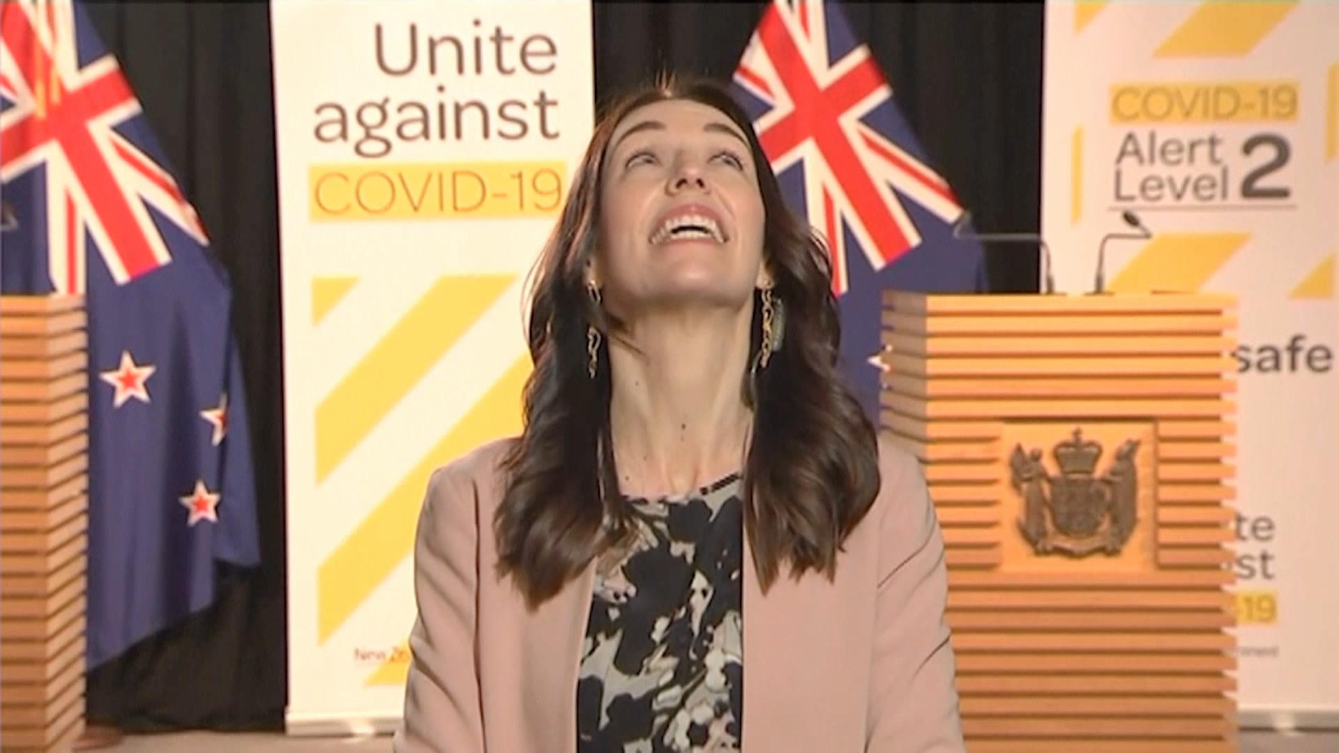 NZ PM Appears Unfazed During 5.8 Magnitude Earthquake