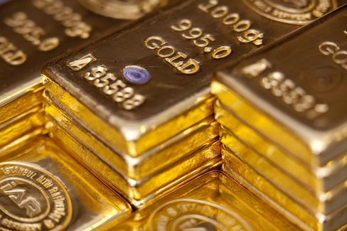 Gold Sets Records in Euros and Swiss Francs on Currency Concern