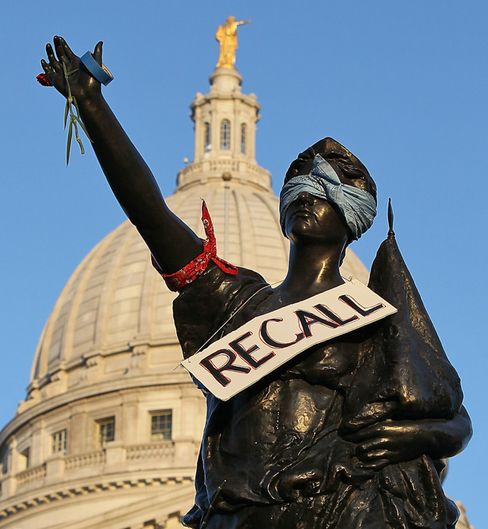 Recall Mania in Wisconsin Energizes Political Anger, Action