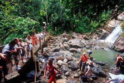 Puerto Rico Sees an Economic Fix in Tourism