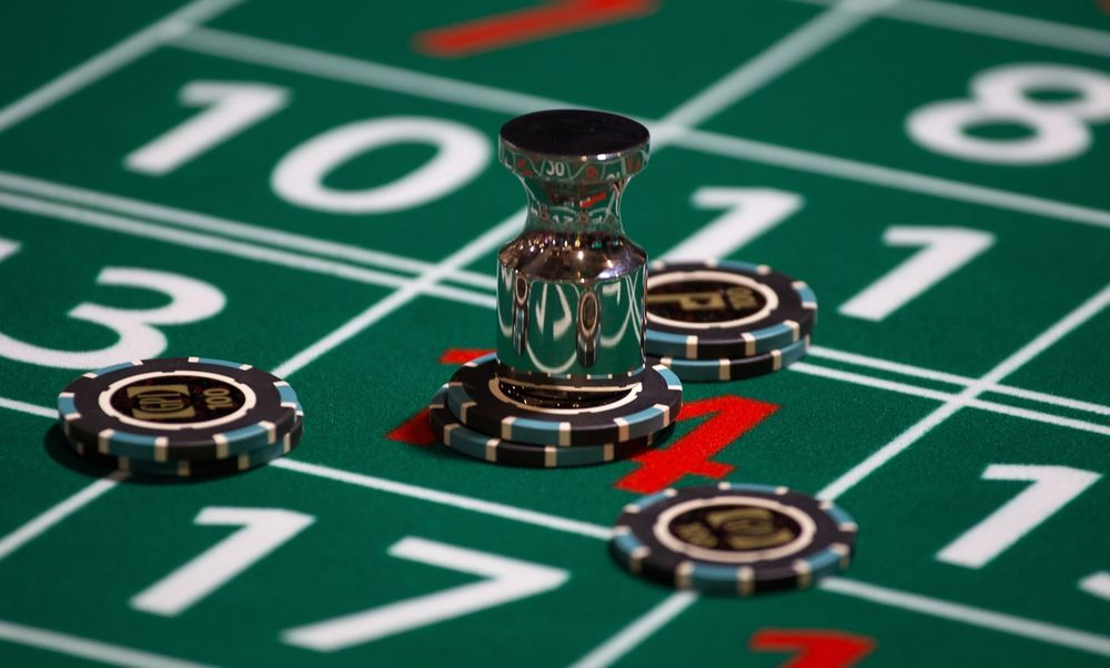 Caesars-William Hill: Hedge Fund Tries to Crash $4 Billion Casino Game -  Bloomberg