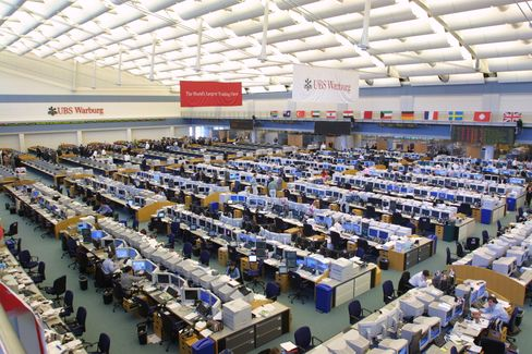 UBS trading floor in Stamford, Connecticut, on May 14, 2002. Photographer: John Rizzo/Bloomberg